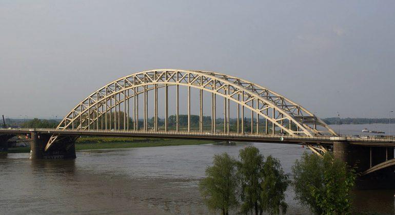 Waalbrug_Nijmegen_Hermann-Luyken